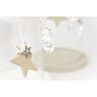 Cloche en verre avec étoile, base en bois gris 8 X 4 X 4''