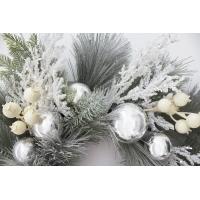 Couronne enneigée, décorations blanches 24''