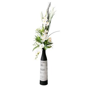 Arrangement d'orchidées en vase