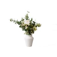 Arrangement pivoine et eucalyptus