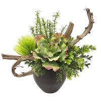 Petit arrangement de verdure et branche
