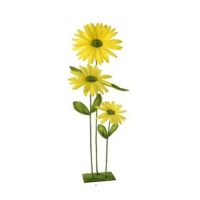 Yellow triple daisy on stand