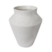 Vase en céramique blanche. 8 x 6,5 x 6,5''