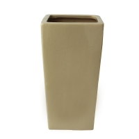 Vase rectangulaire beige 6x6x10''