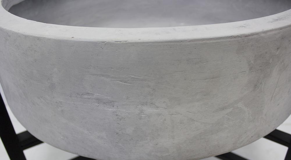 Pot gris en fibre de verre support en m tal 14 for Pot exterieur gris
